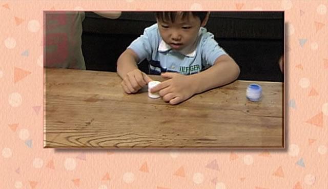 ペットボトルの「キャップ」を使った「キャップごま」の遊び方