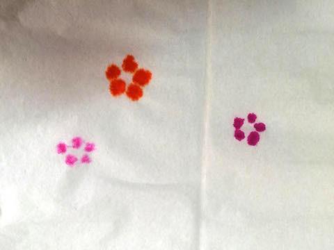 ティッシュペーパーの色ペンあそびの写真1
