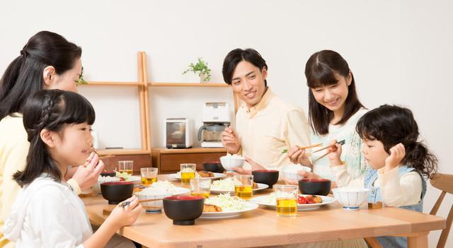 家族でお祝いの食事