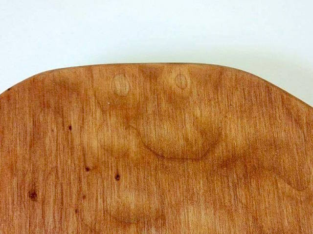 木目の顔探しの写真