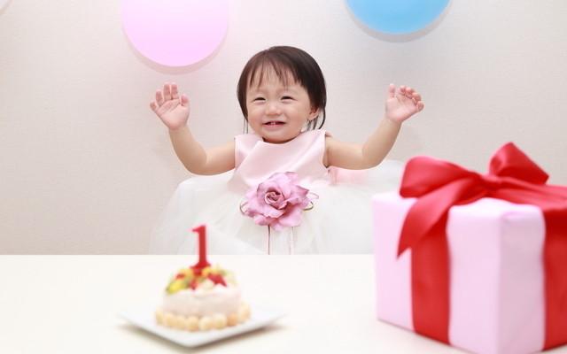 赤ちゃんとバースデープレゼント