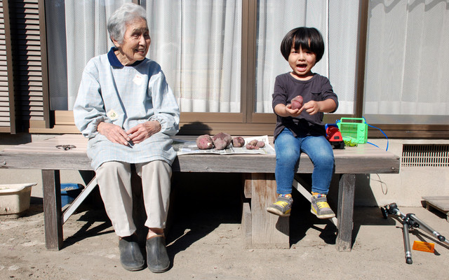 おばあちゃんと子ども